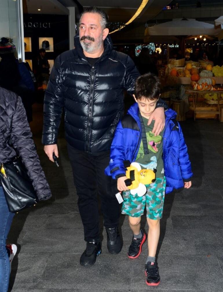 Cem Yılmaz ve oğlu Kemal Yılmaz alışverişte