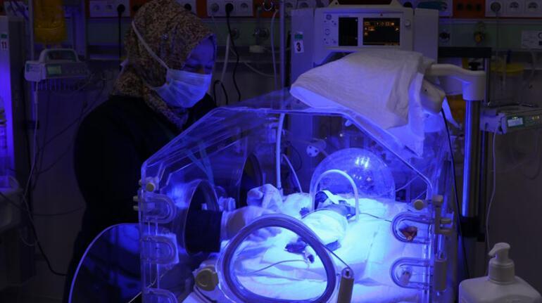 16 yıl önce bebeğini kaybetti... Şimdi parmak bebeklere gönüllü annelik yapıyor