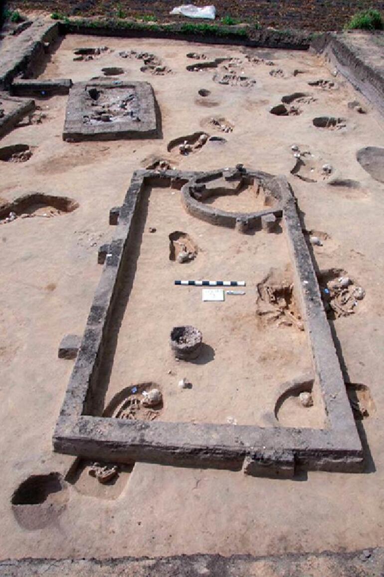 Mısırda 83 antik mezar bulundu