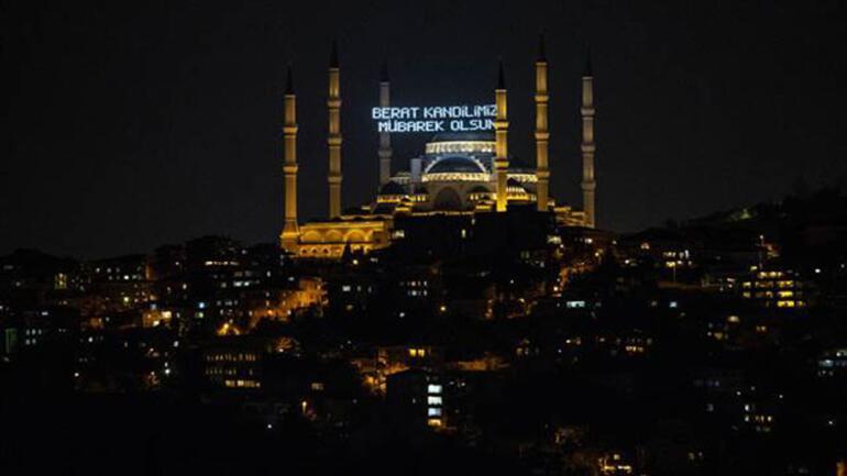İstanbulda Beraat Kandilinde mahya aracılığıyla Evde kal mesajı