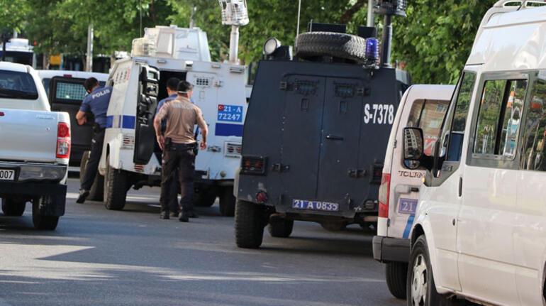 Son dakika haberler... Diyarbakırda saldırıya uğrayan polis şehit oldu
