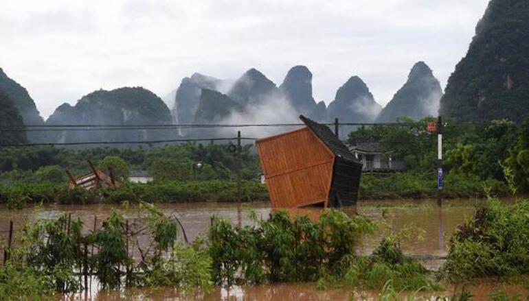 Çin'i sağanak yağış vurdu 320 bin kişi etkilendi, bir kaç gün daha sürecek