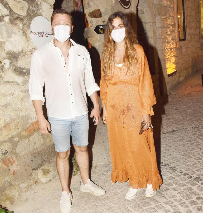 Tolga Sarıtaş ve sevgilisi Zeynep Mayruk tatilde