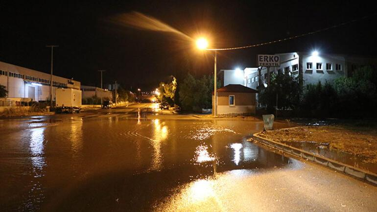 Denizlide sağanak yağış hayatı olumsuz etkiledi