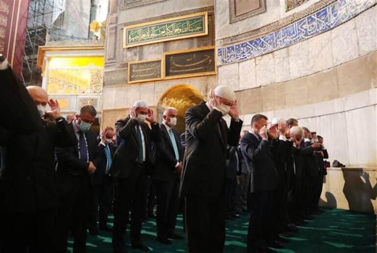 Son dakika... Tarihi gün 86 yıl sonra Ayasofyada ilk namaz