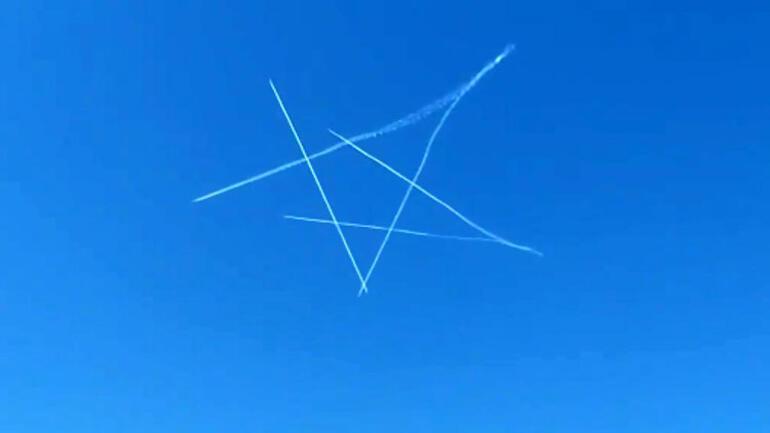 Muhteşem görüntü Türk Yıldızları, gökyüzünde Türk bayrağını çizdi