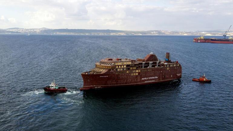 2 dev gemi 1600 lastik üzerinde denize taşındı
