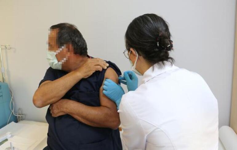 Son dakika: Türkiyede tarihi gün... Koronavirüs aşısında ilk gönüllü uygulaması yapıldı