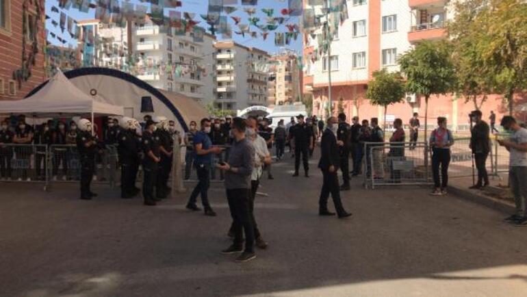 Son dakika... Diyarbakır'da HDP İl Binası ve Yenişehir İlçe Başkanlığı'na operasyon... Gözaltılar var - Son Dakika Haberleri