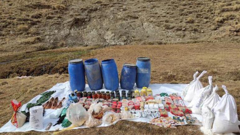 Vanda PKKnın silah, mühimmat ve yaşam malzemesi ele geçirildi