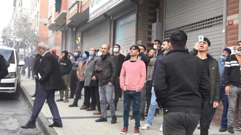 Sultangazide virüsü unuttular, yangını seyretmek için toplandılar