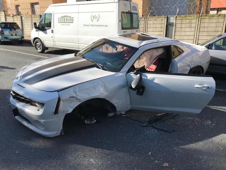 Son dakika haberi... Enes Batur kaza yaptı... Otomobili kullanılamaz hale geldi