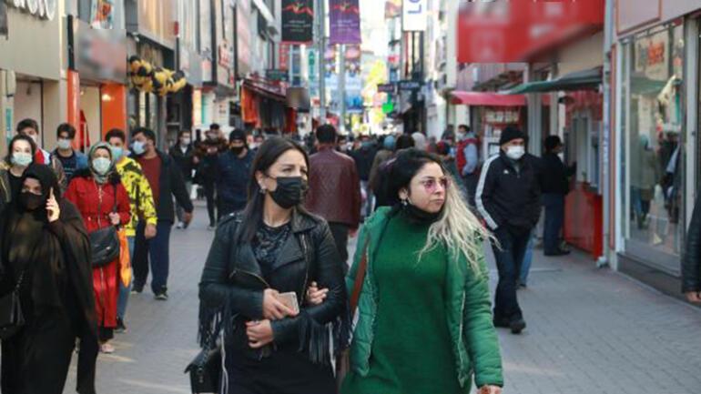 Vakaların arttığı Samsun'da cadde ve sokaklar dolu; kamerayı gören maskesini düzeltti - Son Dakika Haberleri İnternet