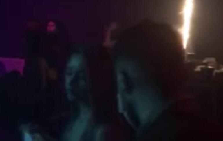 Beyoğlunda gece kulübüne baskın Polisi gören maskeyi taktı...