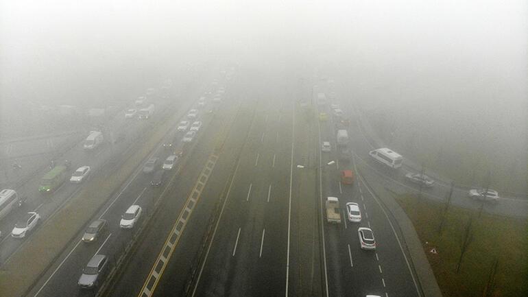 Son dakika... İstanbulda yoğun sis Göz gözü görmedi, trafik yoğunluğu oluştu