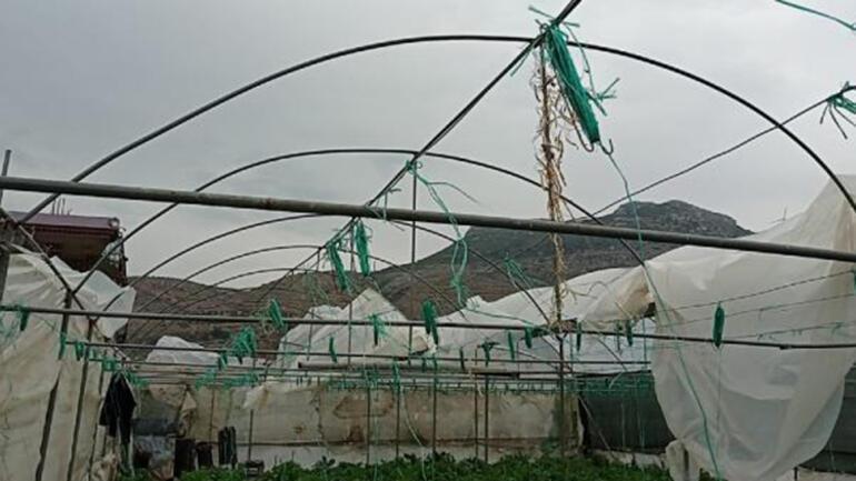 Samandağ'da şiddetli rüzgar seralara zarar verdi