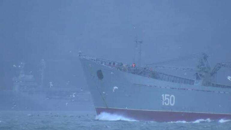Rus savaş gemileri peş peşe İstanbul Boğazından geçti