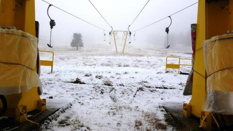 Uludağda kar yağışı turistleri sevindirdi