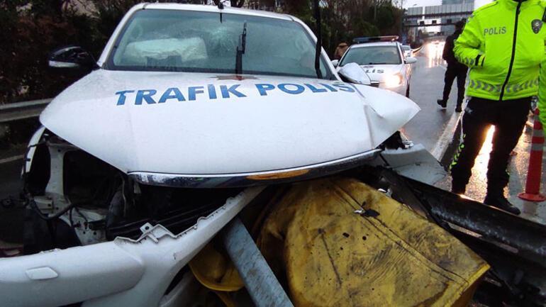 Feci kaza Mecidiyeköyde polis aracı bariyerlere çarptı