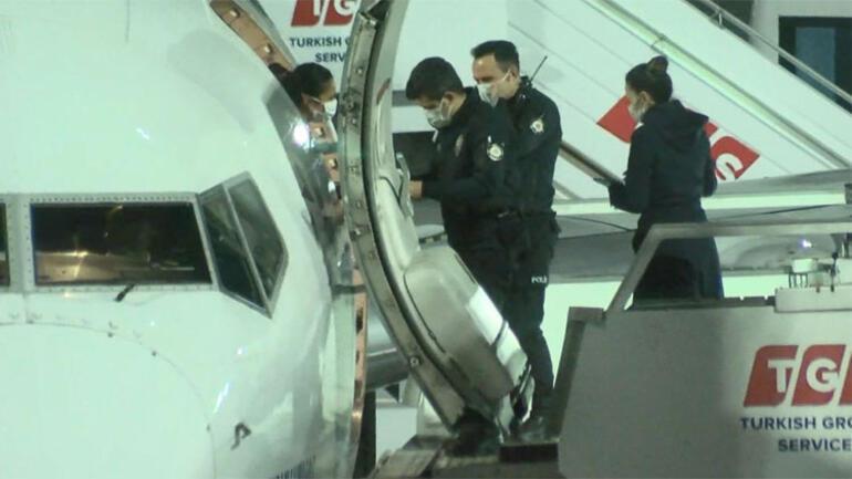 Uçakta inanılmaz olay Uçağın tuvaletinde sigara içiyordu