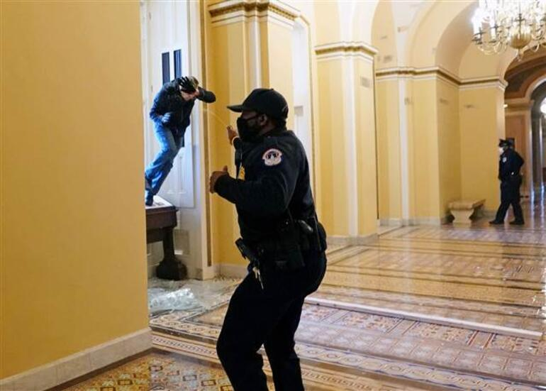 ABDde son dakika gelişmeleri peş peşe yaşanıyor: Göstericiler Kongre binasını bastı, polis silahını çekti Darbe yorumları yapılıyor