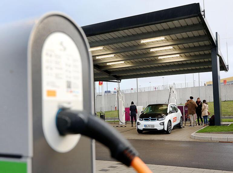 Geçen yıl 394 bin elektrikli otomobil trafiğe çıktı
