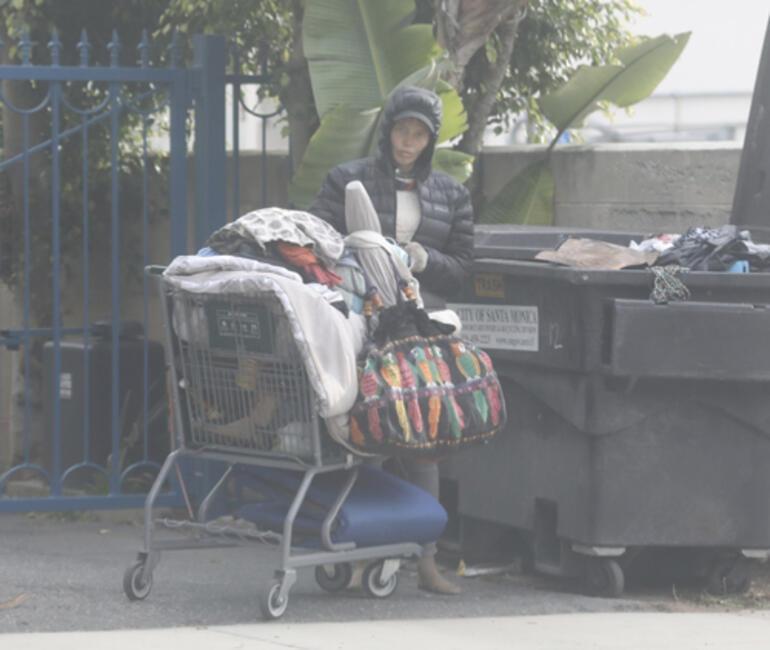 Bir zamanlar modeldi: Şimdi sokaklarda yaşıyor