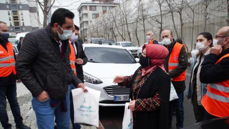 Sancaktepe'de vatandaşlara hijyen seti verildi