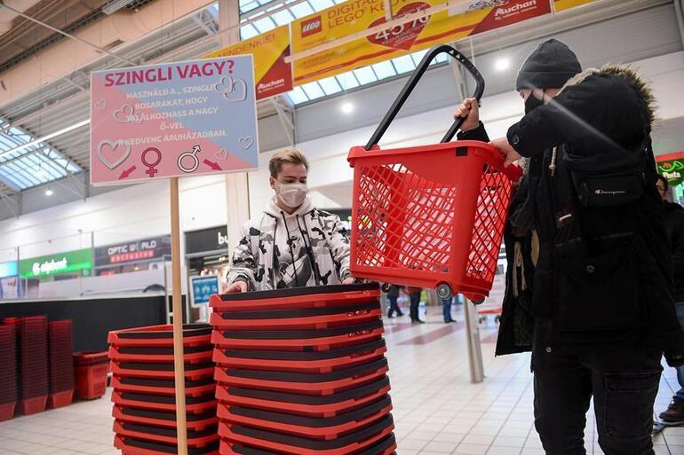 Macaristanda bir süpermarket müşterilerine aşkı bulmak için yardım ediyor