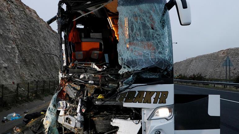 Son dakika... Şanlıurfada yolcu otobüsü TIRa çarptı: 3 ölü, 30 yaralı