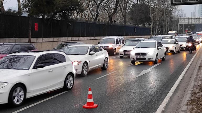 Maslakta kaza Trafik kilitlendi