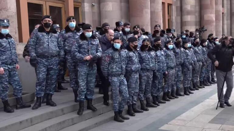 Son dakika haberi: Ermenistan ordusundan Paşinyana istifa çağrısı