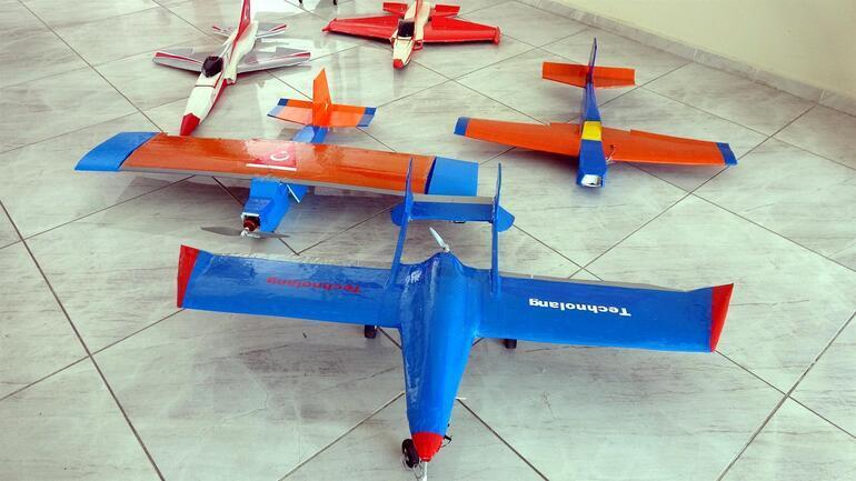Model uçak yapan Vanlı kızların Selçuk Bayraktar heyecanı