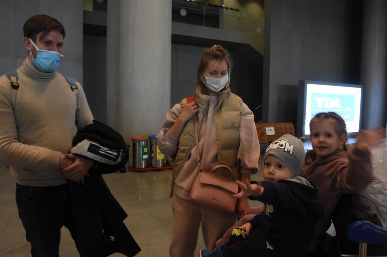 Sezonun ilk uçağı indi Pandemide güvendikleri Türkiyeye akın ettiler