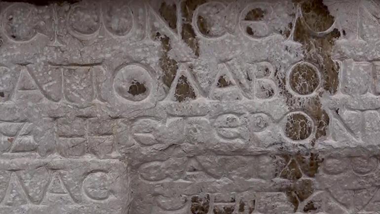 Medusa kabartmalı beddua yazılı lahitte ilginç detay...