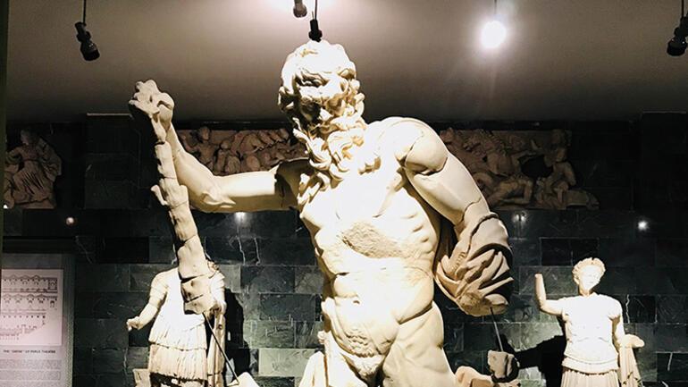 Antalyada müzede zimmet skandalı Sular durulmuyor