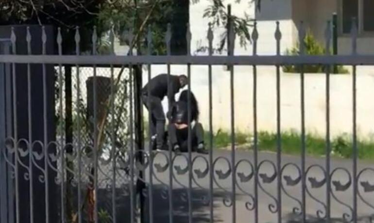 Antalyada bir kadın, yere yatırdığı erkeği Paramı ver diye darbetti