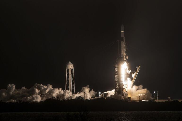 Elon Muskın hayaline bir darbe daha: Tarlaya düştü