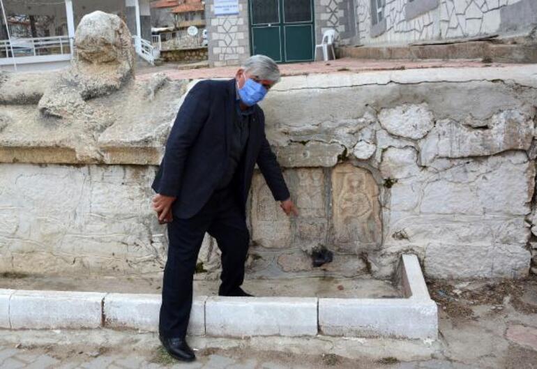 Tepki yağdı, Roma duvarına takılan plastik çeşme kaldırıldı