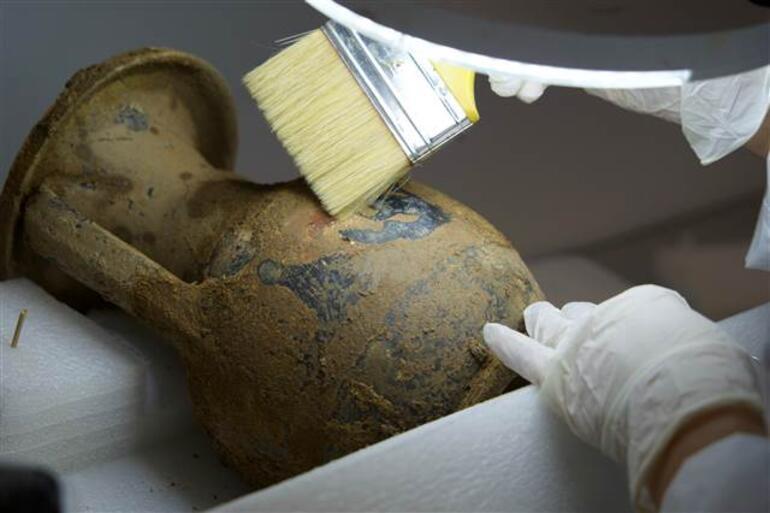 2 bin 400 yıllık lahit kapağını Bakan Ersoy açmıştı Heyecan uyandırdı