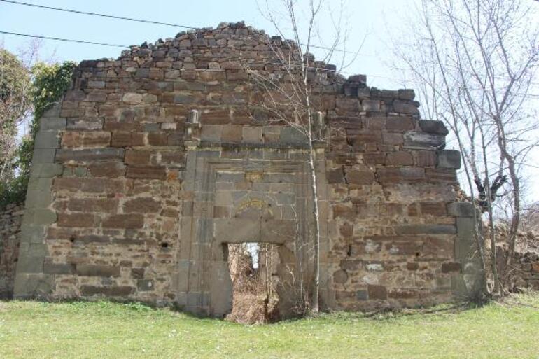Greek Samsundaki tarihi kiliseyi defineciler talan etti