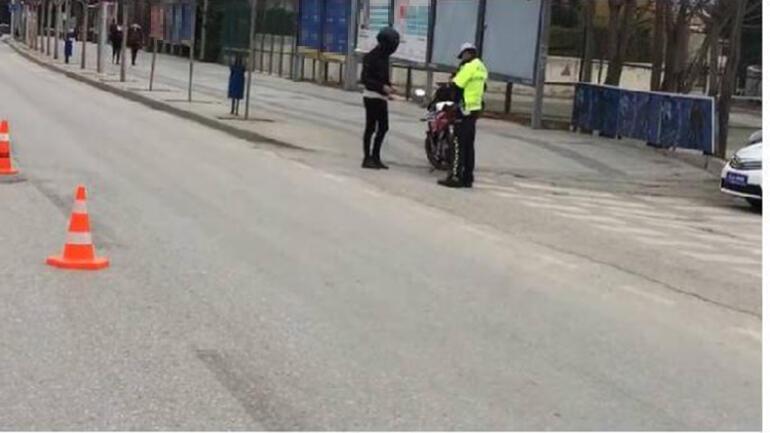 Plakasını maskeyle kapatan motosikletliye para ve men cezası