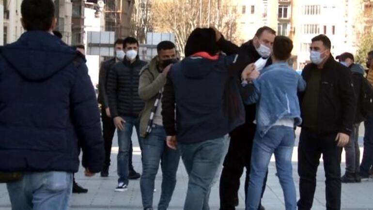 Taksim Meydanında zabıta, seyyar satıcıya tokat attı Soruşturma başlatıldı
