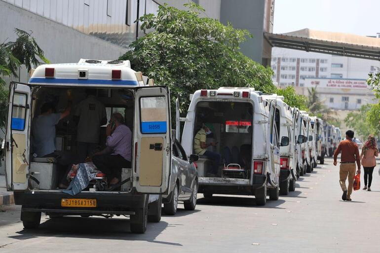 Hindistanda hastanede çıkan yangında 13 Kovid-19 hastası hayatını kaybetti