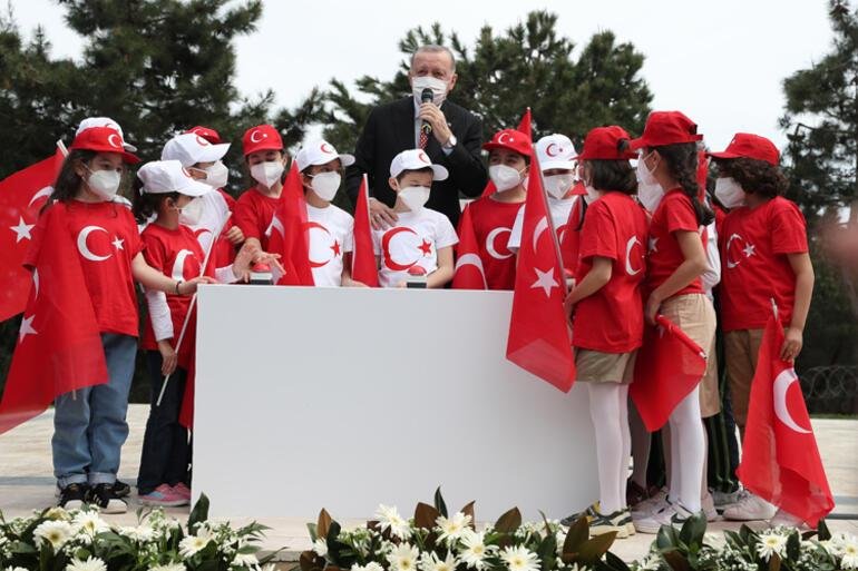 Son dakika... Çamlıca Tepesine dev Türk bayrağı Cumhurbaşkanı Erdoğandan önemli açıklamalar
