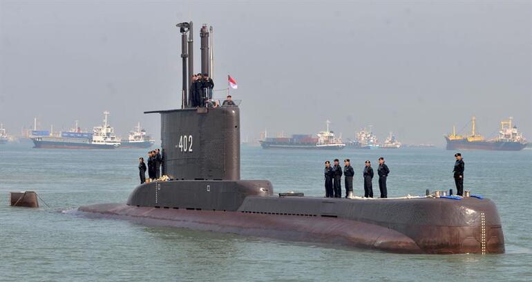 Son dakika: Endonezyadaki kayıp denizaltının ilk parçası bulundu