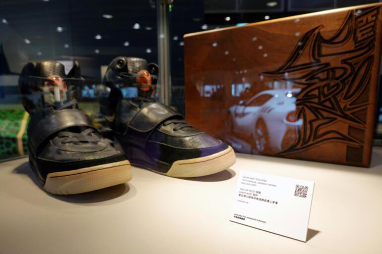1.8 milyon dolara alıcı buldu Ünlü rapçinin giydiği ayakkabı rekor kırdı