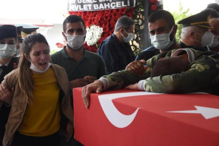 Şehit Mehmet Kıvıkın cenazesinde gözyaşları sel oldu Sözleri yürekleri dağladı.