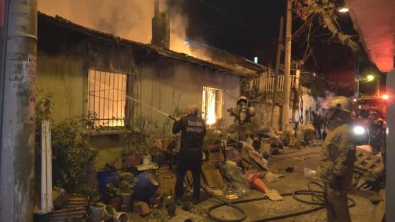 İzmirde yangın paniği 1 kişi yaralandı