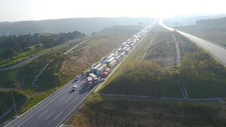 Son dakika... Kuzey Marmara Otoyolunda feci kaza Edirne istikameti trafiğe kapandı